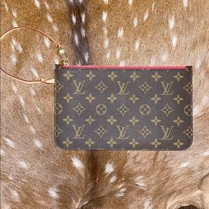 Louis Vuitton Neverfull pouch✨Brand New✨
